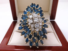 Certified gold cocktail ring with diamonds & sapphires – 6.75 ct in total – Ring size: 16.82 mm **No Reserve Price**