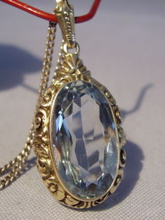 Pendant with light blue spinel of approx. 20 ct with chain
