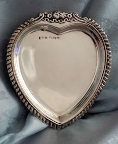 Solid silver heart shaped pin dish - Abraham Meyer Blanckensee - Birmingham - 1905