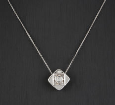18 kt white gold – Choker with pendant – Brilliant cut diamond – Necklace length: 41 cm (approx.).