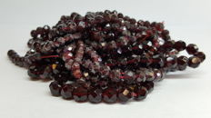 Large bag of garnets of approx. 7 mm to 3 mm beads, no reserve!