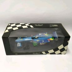 Minichamps - Scale 1/18 - F1 Benetton 1999 Showcar - G. Fisichella