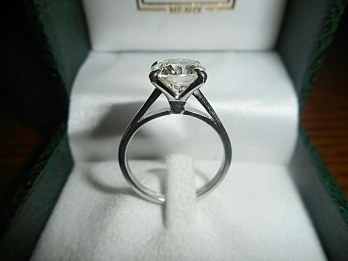Engagement ring with diamond of 2.12 ct HRD – Ring size 52
