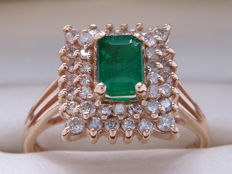 Certified gold cocktail ring with diamonds & emerald of 1.12 ct in total *** no reserve price ***
