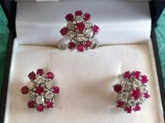 Set of earrings and cocktail ring in 18 kt white gold with rubies and diamonds