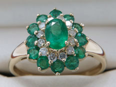 Certified gold cocktail ring with diamonds & emerald of 1.10 ct in total *** no reserve price ***