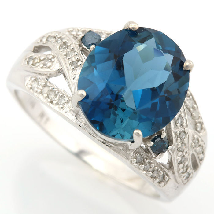 14kt Gold Ring Blue Topaz and diamonds 0,24ct total - US 7.5 - no reserve price