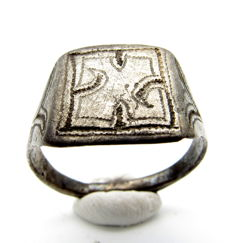 Ancient Roman Silver Ring With Large Swastika Motif - 20 mm