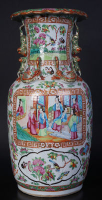 Porcelain Canton painted vase – China – mid 19th century