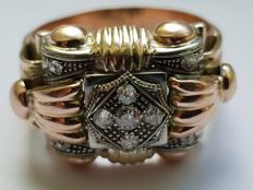 Ring from 1930's in 18 kt gold set with 9 diamonds, 0.25 ct, colour I, VSI. Shank size: 23