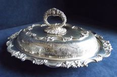 Beautiful and decorated Baroque style serving dish, c. 1910, by James Beresford.
