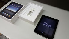 Apple iPad 1 (A1219), 16GB with original box, charger, etc.