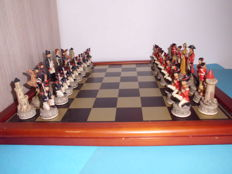 Chess set - Battle of Waterloo - Napoleon & Wellington - 2000 hallmarked and hand-painted