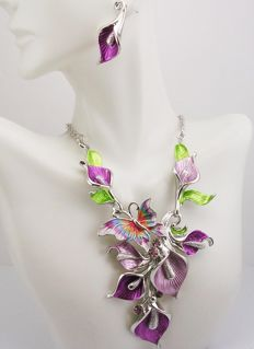 Joan Rivers - Demi parure - Calla Lily & Butterfly Necklace & Earrings Set