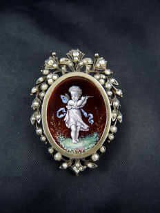 Brooch/Pendant in silver and vermeil decorated with a porcelain miniature.