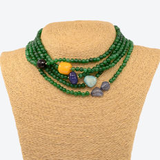 18kt/750 yellow gold – Long necklace with emeralds and multi gemstones – Length: 190 cm.
