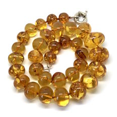 Natural Amber with inclusions fly, old necklace 86.9 grams - not pressed, not treated