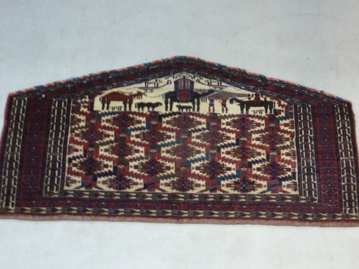 Turkoman Asmalyk rug by the Arabatchi tribe, late 19th century, 118 x 57 cm