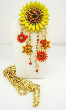 LUNCH AT THE RITZ - LATR 2GO - Necklace Sunflower pendant/brooch