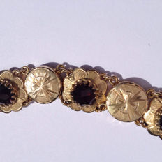 14 kt gold bracelet set with garnet stones