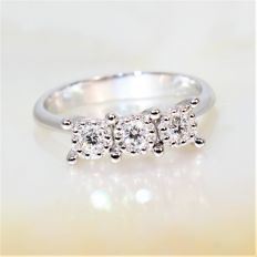 Trilogy ring with 33 diamonds for a total of 0.36 ct, G/VS - 52 (12)