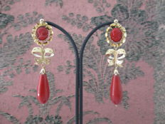 Earrings in 18 kt gold with natural coral.  19th century.  *NO RESERVE PRICE*