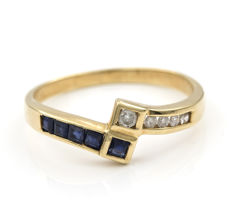18 kt yellow gold – Ring – Brilliant-cut diamonds – Carrecut sapphires – Inner ring diameter: 18.50 mm