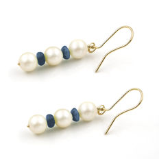 18 kt yellow gold – Dangle earrings – Round cut sapphires – Akoya pearls – Earring height 40.55 mm