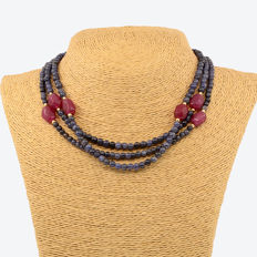 18kt/750 yellow gold necklace with sapphires and rubies - Length 125 cm.