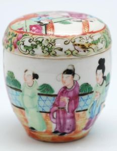 Porcelain tea canisters - China - late 19th century