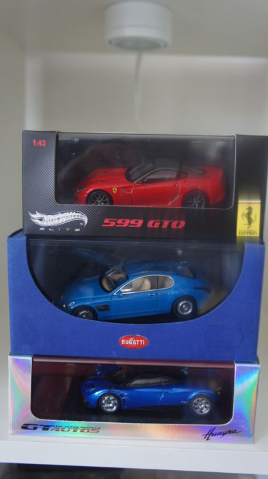 AUTOart / Hotwheels Elite / GT Autos - Scale 1/43 - Lot with with 3 models: Bugatti, Ferrari & Pagani