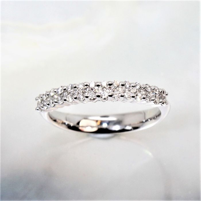 18 kt white gold princess ring set with 42 G/VS diamonds totalling 0.42 ct - 55 (15)