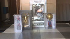 4 action figures: Superman, Spiderman and Assassins Creed