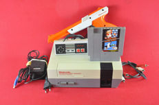 Nintendo NES Console With Zapper, Mario Bros, Duck Hunt