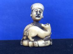 "Ivory Netsuke, old man with a fox - signed ""Miyuki"" - Japan, approx. 1900"