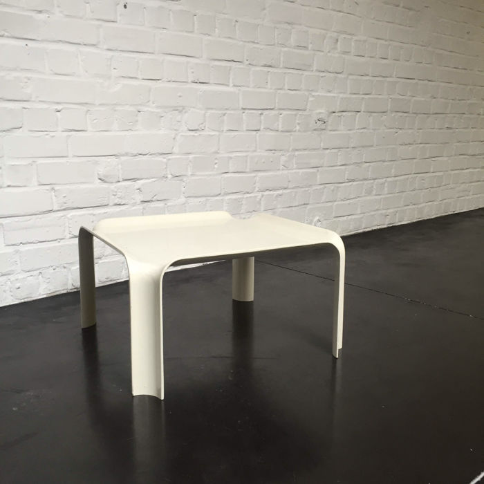 Pierre Paulin for Artifort - table, first edition of the '877' made from fibreglass
