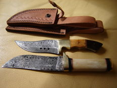 2 Damascus hunting knives with fixed blade