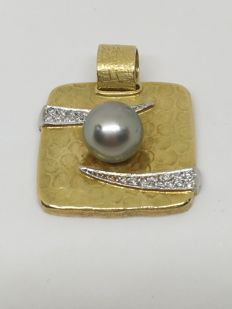 18 kt gold pendant – Australian pearl – Diamonds
