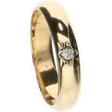 14 kt Yellow gold ring set with 1 brilliant cut diamond of approx. 0.04 ct – Ring size: 15.25 mm.