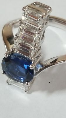 White gold ring with 1.70 ct sapphire and diamonds One-off, signed by Maison Cirio of Turin