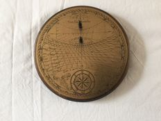 Horizontal renaissance sundial. 20th century, Brass on wood Italian