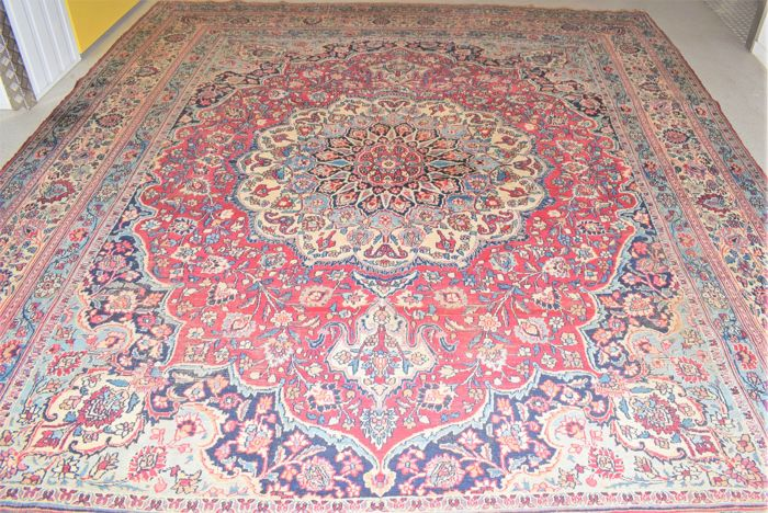 Vintage, antique Persian carpet, Mashhad – first half of the 20th century. 380 x 305 cm.