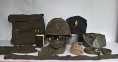 Very large Militairia lot: Complete inner and outer helmet, backpack, belt, shooting gloves, laundry bag, etc. etc. - All original Militaria - The Netherlands/Belgium/United States - from 1954 / 1988