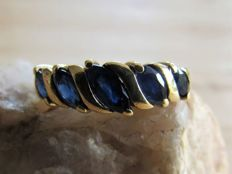 Handmade gold ring with 5x intense blue natural sapphire.
