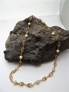 Choker in 18 kt gold with cultured pearls