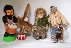 4 Vintage figures: a clochard, Monchichi, doll Italocremona, circus monkey