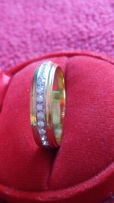 Gold ring 22 kt with diamond 0.20 ct - 18 mm