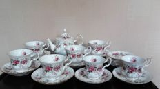 Royal Albert, 22-piece Lavender Rose tea set