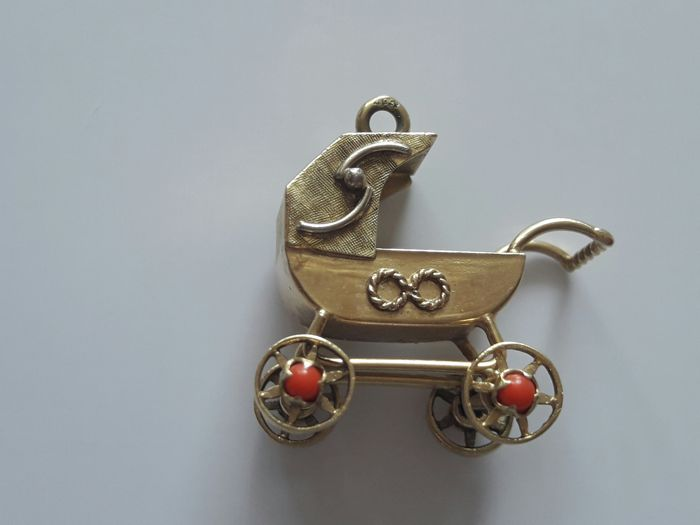 Handmade 18 kt gold pushchair