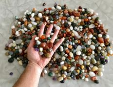 Hundreds of Mixed Stones - 1 to 2 cm - 5100 g